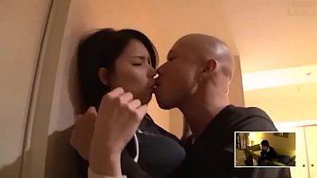 ภรรยาชาวเอเชียยอมรับคู่รัก
